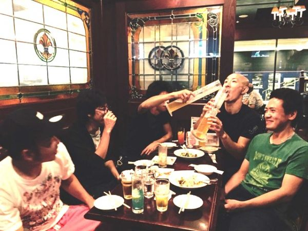 「そんなに飲めませんがな!・・・ピヨピヨピヨ」(古っ!)