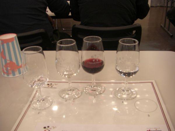 これがテイスティングセット。今回はワイン3種を飲み比べ!