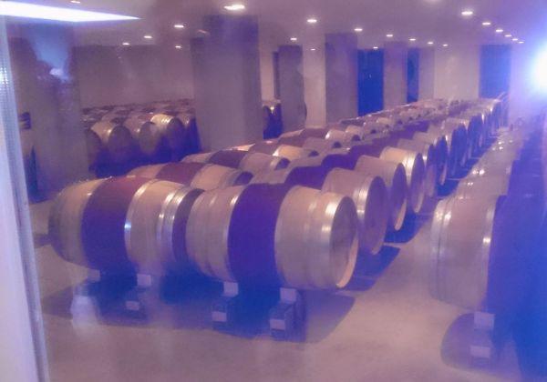 美しく並べられた樽はまるでモダンなマシンにも見えるかな?
