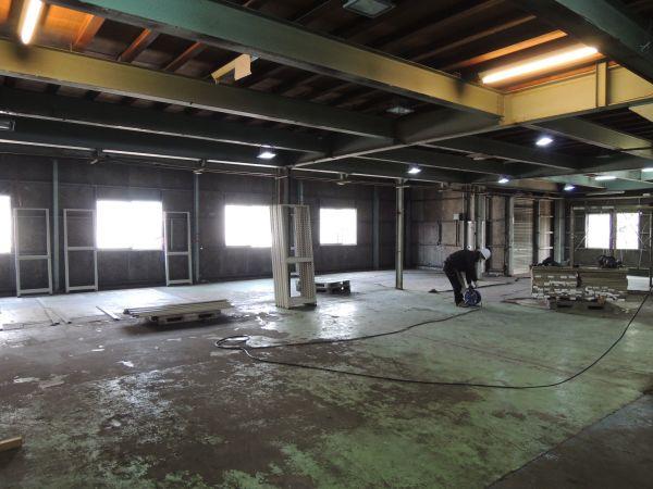 商品を運びだした倉庫は広々。きちんと掃除もします。